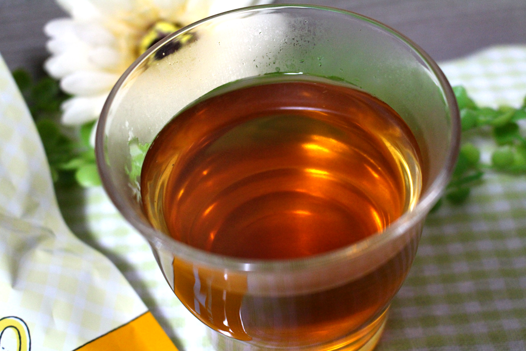 ノンカフェインタンポポ茶ブレンド。食欲をそそる茶色と香ばしい香り。癖のない味で飲みやすい。