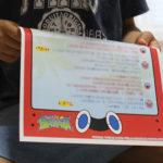 『ポケットモンスター「サトシと仲間たちからの手紙」』を熱心に読む息子。